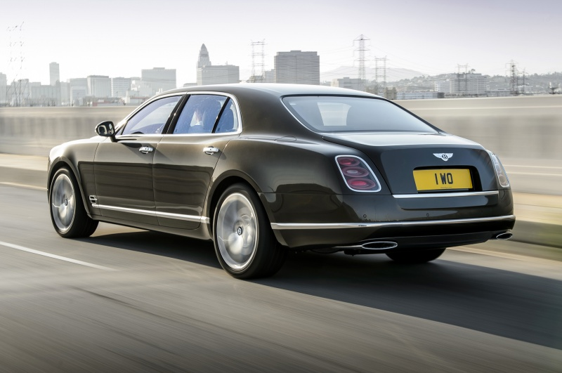 2015-bentley-mulsanne-speed-rear-side-motion-view