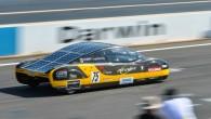 """Austrālijas Jaundienvidvelsas universitātes Tehniskās fakultātes studenti ar pašu projektēto un uzbūvēto elektromobili """"Sunswift eVe"""" ir veikuši 500 km distanci ar..."""