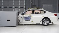 """Amerikāņu autoceļu satiksmes drošības institūta (IIHS) speciālisti veikuši """"BMW"""" 5. sērijas sedana drošības pārbaudes, kas atnesušas kādu nepatīkamu pārsteigumu… Kopumā..."""