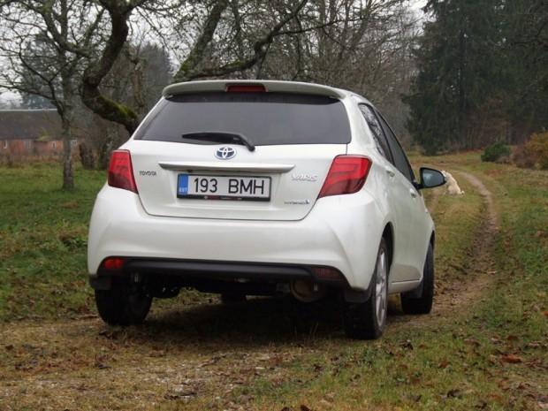 11-Toyota Yaris Hibrid_2015