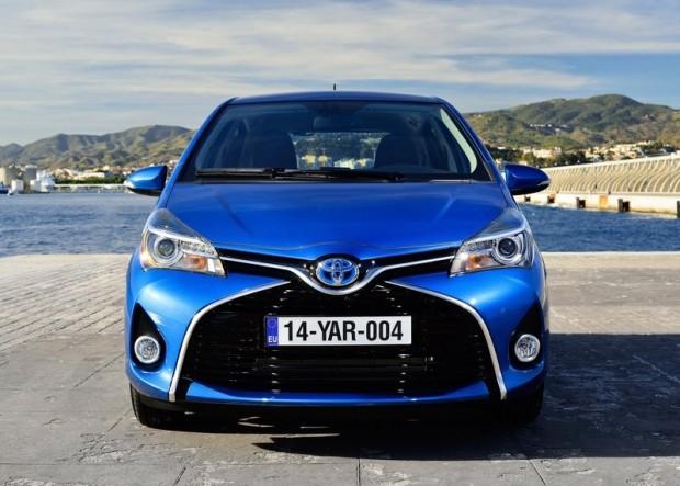12-Toyota Yaris Hibrid_2015
