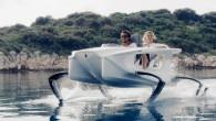 """Slovēnijas kompānija """"Quadrofoil"""" ir prezentējusi pasaulē pirmo mazgabarīta elektriskās piedziņas peldlīdzekli uz zemūdens spārniem. """"Quadrofoil"""" varētu tulkot kā """"četrspārnis"""". Tā..."""