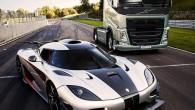 """""""Volvo Trucks"""" īsfilmā """"Volvo Trucks pret Koenigsegg"""" demonstrē jaunās I-Shift divsajūgu pārnesumkārbas veiktspēju. Astoņas tonnas smagais FH ar vienu no..."""