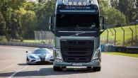 Volvo FH versus Koenigsegg 10