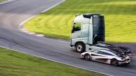 Volvo FH versus Koenigsegg 13
