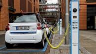 """Vācijas valdība nolēmusi ievērojami paplašināt elektromobiļu uzlādes staciju tīklu. Turklāt tās tiks izveidotas par valsts līdzekļiem. Kā liecina aģentūras """"Reuters""""..."""