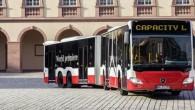 """Vācu kompānijas """"Mercedes-Benz"""" izgatavotais divsekciju autobuss ar elastīgo sakabi """"CapaCity L"""" izceļas ar rekordietilpību, turklāt tas aprīkots ar inovatīvu piekabes..."""