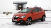 """Atšķirībā no virknes autoražotājiem, kas nopietni aizrāvušies ar hibrīdtehnoloģijām un elektrokāriem, """"Opel"""" pagaidām uzsvaru vairāk liek uz salīdzinoši ierastāku alternatīvu..."""