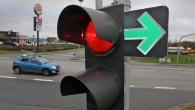 Vācu nelaimes gadījumu izpētes asociācijas (UDV) pārstāvji ir secinājuši, ka pastāvīgi atļauts labais pagrieziens pie luksofora sarkanā signāla paaugstina satiksmes...
