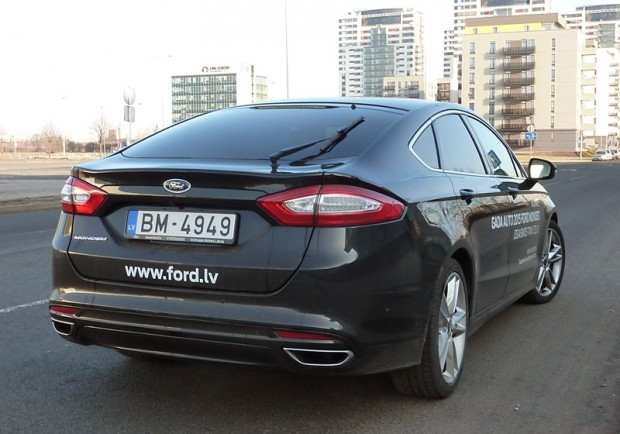 30-Ford Mondeo 2015