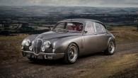 """Pagājušajā gadā neliels britu uzņēmums """"Classic Motor Cars"""" (СМС) pēc """"Jaguar"""" dizaina direktora, kaislīga klasisko spēkratu cienītāja Aiena Kallama pasūtījuma..."""