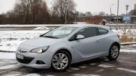 """""""Opel"""" aktuālajam kompaktklases modelim """"Astra J"""" jau ir tik daudz gadu, ka aiz kalniem nav nākamās paaudzes parādīšanās, taču ražotājs..."""