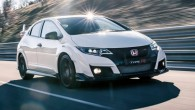 """Japāņi ar tukšiem solījumiem nebārstās. """"Honda"""" pārstāvji, vēl gatavojot jauno """"Civic Type-R"""", solīja, ka tas būs ātrākais priekšpiedziņas automobilis, un..."""