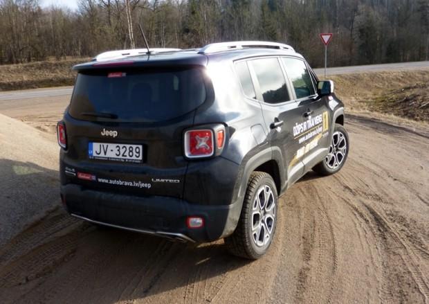 22-Jeep Renegade_2015