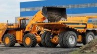 """Baltkrievu kravas automobiļu ražotājs """"BelAZ"""" iepazīstinājis sabiedrību ar autonomi strādāt spējīgu karjeru pašizgāzēju """"BelAZ-75131"""". Speciālā medijiem un citiem interesentiem sarīkotā..."""
