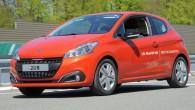 """Mazais hečbeks """"Peugeot 208"""" ar 1,6 l """"BlueHDI"""" dīzeļdzinēju ir uzstādījis jaunu degvielas patēriņa rekordu garā distancē. """"Peugeot 208"""" veica..."""