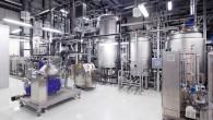 """""""Audi"""" sadarbībā ar zinātniskās izpētes kompānijām """"Global Bioenergies"""" un """"Fraunhofer Center for Chemical-Biotechnological Processes"""" izgatavojuši pirmo benzīna partiju, neizmantojot par..."""