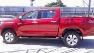 """Lai gan """"Toyota"""" populārā pikapa pirmizrāde paredzēta pēc pāris dienām – 21. maijā –, internetā publicētas kāda izveicīga """"fotomākslinieka"""" bildes,..."""