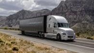 """Amerikāņu kravas auto ražotājs """"Freightliner"""" pirmais pasaules autobūves vēsturē ir saņēmis oficiālu ASV varas iestāžu atļauju, lai uzsāktu koplietošanas ceļos..."""