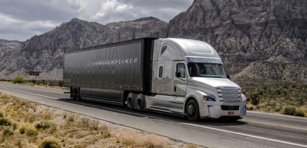 freightliner-inspiration-front-three-quarter-motion-3