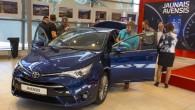 """Trešdien, 17.jūnijā """"Toyota"""" Rīgas dīlercentros """"Wess Motors"""" un """"Amserv Motors"""" gandrīz vienlaicīgi bija sarīkota jaunās paaudzes vidējās klases modeļa """"Toyota..."""
