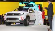"""Dienvidamerikā notiekošajā Buenosairesas starptautiskajā autoizstādē (19.-28.jūnijs) franču kompānija """"Renault"""" oficiāli prezentējusi uz krosovera """"Dacia Duster"""" bāzētu pikapu """"Duster Oroch"""". Ziņas..."""