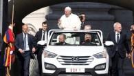 """Pasaules ziņu aģentūras publicējušas fotouzņēmumus, kuros redzams Romas katoļu baznīcas pāvesta Franciska jaunais kabriolets, kas veidots uz """"Hyundai Santa Fe""""..."""