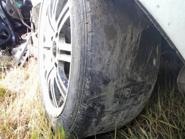 Saldus avārijā iesaistītā BMW riepa