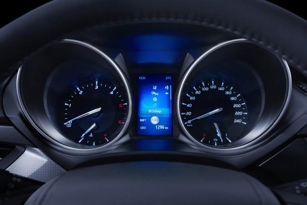5-Toyota Avensis 2015