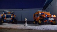 """Amerikāņu ceļotāju grupa gatavo ekspedīciju """"Zero South"""", kuras ietvaros plāno sasniegt Dienvidpolu ar speciāli sagatavotiem """"Hummer H1"""" automobiļiem. Ekspedīcija dosies..."""