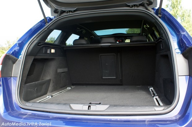 17-Peugeot 308 SW GT