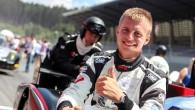 Talantīgo Latvijas šosejas sacīkšu braucēju Konstantīnu Calko (attēlā augšā), kurš šogad ir European Le Mans Series dalībnieks, vienīgo reizi pašmāju...