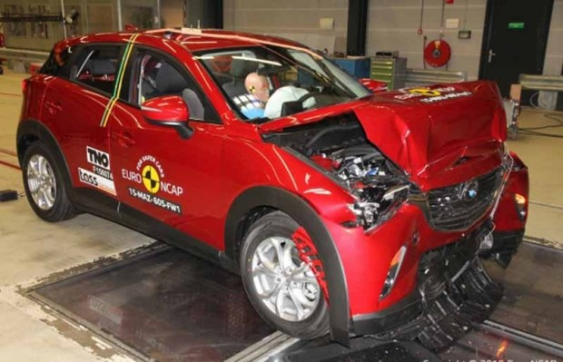 """""""Mazda CX-3"""" pēc frontālās sadusrmes"""