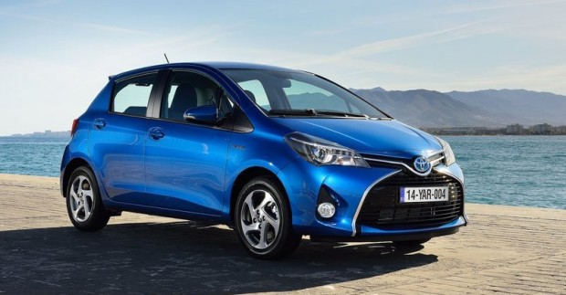 Toyota-Yaris_2015_800x600_wallpaper_03