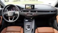 'Kokpits' ergonomiski vērsts uz vadītāju un ļoti līdzinās Q7