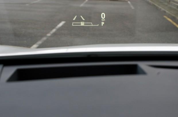 Ātrumam sekot tagad var arī uz vējstikla apakšmalas