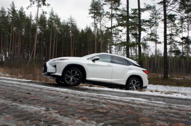 """""""Lexus RX""""  var doties arī uz mežu, bet tur nav šī auto īstā stihija"""