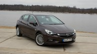 """Jaunā """"Opel Astra"""" pagaidām ir pieejama ar divām virsbūvēm – kā piecdurvju hečbeks un universāls. Iepazīšanos """"AutoMedia.lv"""" sāka ar hečbeku,..."""