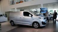 """Aizvadītajā nedēļā Rīgā, """"Peugeot"""" pilnvarotā pārstāvja """"Forum Auto"""" telpās preses pārstāvjiem tika demonstrēts jaunās paaudzes vidējas kravnesības komercfurgons """"Peugeot Expert""""...."""