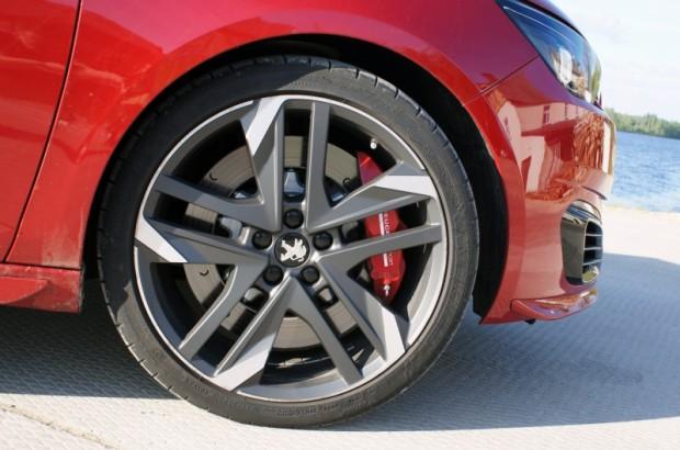 13-Peugeot 308 GTi