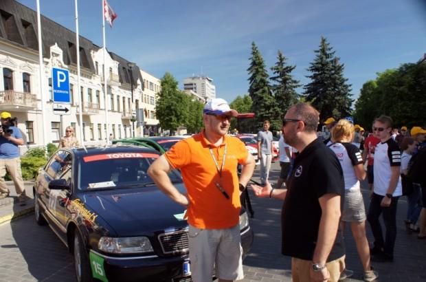 """""""Press Rally"""" leģenda Daiņus Ļeonavičš (pa kreisi) un uzvarētājs 2017.gada rallijā - Ramūns Fetiņģis"""