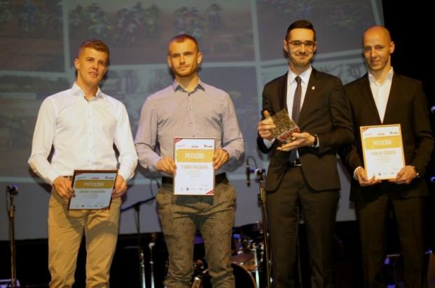 Mūsu pārstāvji Nacīju motokrosā Itaļijā - Dāvis Ivanovs (no kreisās), Toms Macuks un Kārlis Sabulis