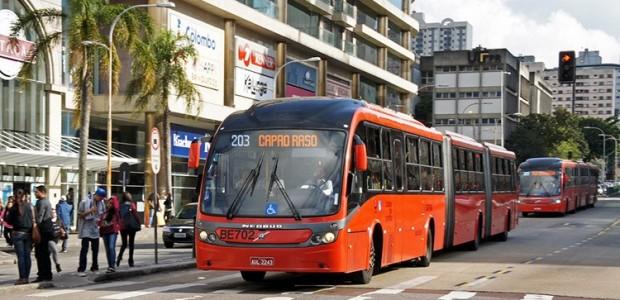 xe-buyt-volvo-gran-artic-cho-duoc-300-hanh-khach-hinh-4