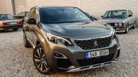 """Pirmais """"Peugeot"""" mēģinājums pacīkstēties kompakto krosoveru nišā īpaši veiksmīgs nebija, jo pirmās paaudzes 3008-tais pēc savas būtības drīzāk bija krosovera..."""