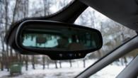 """""""OnStar"""" vadības trīs nepieciešamie tautsiņi iebūvēti atpakaļskata spoguļa korpusā"""