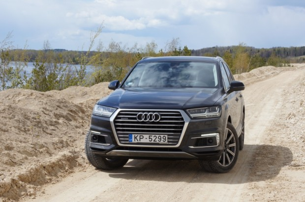 6-Audi Q7 e-tron