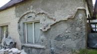 Prastu silikātķieģelu sienu Antans pamazām pārvērš pasakā