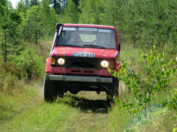 """Kad šādā visai necilā """"Toyota"""" Antans Jukņevičs 2005.gadā kā stūrmanis pirmoreiz startēja sacenībās Latvijā, grūti bija iedomāties, ka tieši viņam pēc divpadsmit gadiem piederēs Dakar Rally labakais rezultāts starp baltiešiem"""
