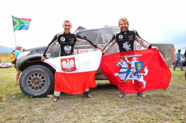 Benedikts Vanags (pa labi) un stūrmanis no Polijas Sebastians Razvandovskis