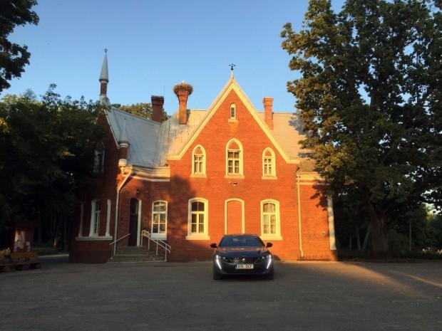 Vecsalienas muižas ēkai Červonkas ciemā savulaik paveicās, jo tajā padomju laikos mājvietu rada ciema padome un kolhoza kantoris. Visām muižām tā nepaveicās...
